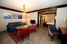 Bardøla Hotel / Doppelzimmer mit Schlafsofa und Balkon